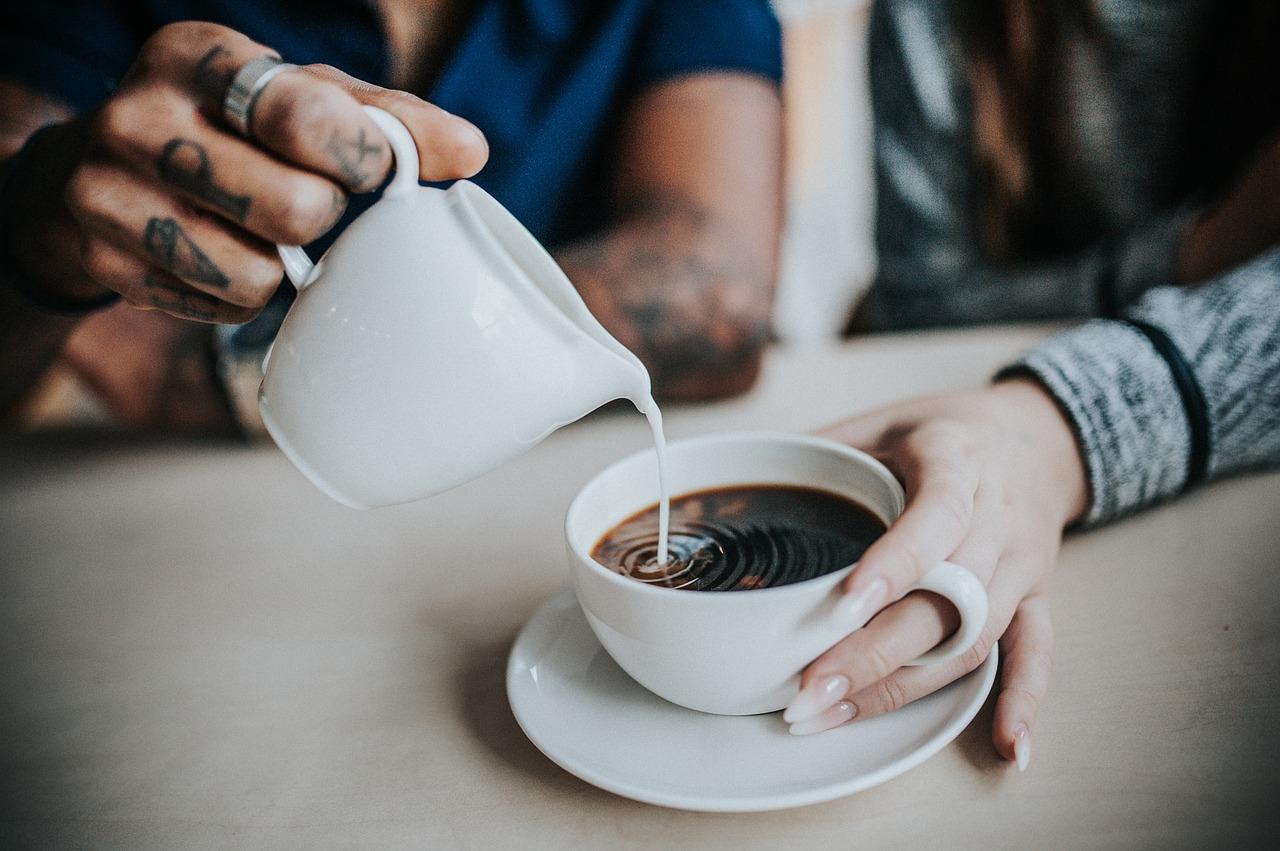 Prendre du café après le repas